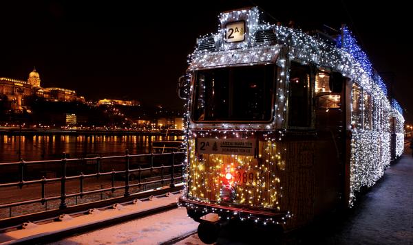 Budapest-Christmas-Streetcar